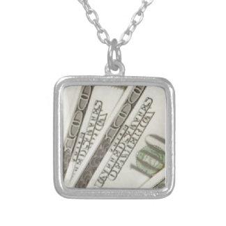 collar plateado de la plata esterlina