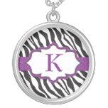 Collar púrpura de la cinta del monograma de la ceb