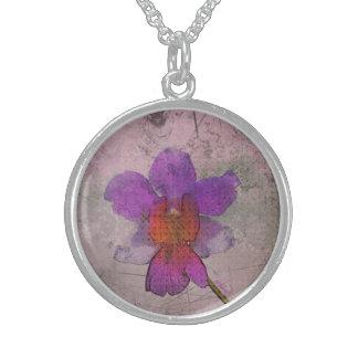 Collar púrpura de la orquídea del Grunge