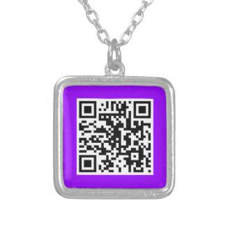 Collar púrpura del CÓDIGO de QR