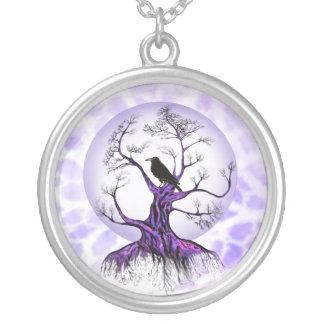Collar púrpura del cuervo de la luna de la lavanda