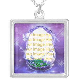 Collar púrpura del marco de la foto de la fantasía