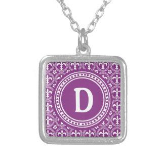 Collar púrpura del monograma del modelo de la flor