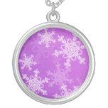 Collar púrpura del navidad de los copos de nieve