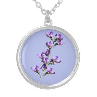 Collar púrpura del personalizable de las flores de