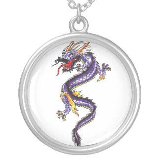 Collar púrpura oriental fresco del tatuaje del dra