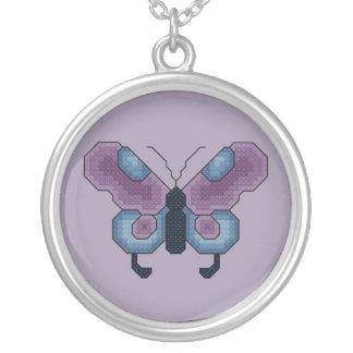Collar púrpura y azul de la mariposa