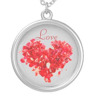 Collar rojo del corazón del amor