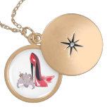 Collar rojo del regalo del arte de los zapatos y d