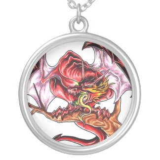 Collar rojo del tatuaje del dragón de la Edad Medi