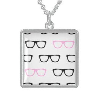 collar rosado de la joyería del friki de los