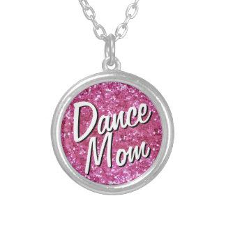 Collar rosado de la mamá de la danza de la Brillo-