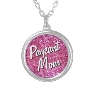 Collar rosado de la mamá del desfile de la Brillo-