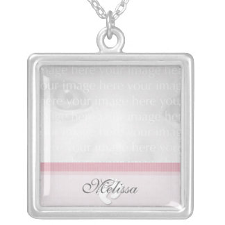 Collar rosado de la plata de la foto del bebé