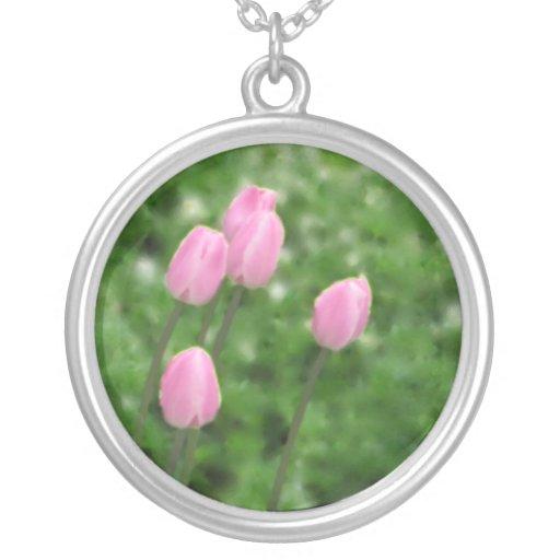 Collar rosado de los tulipanes