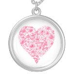 Collar rosado del corazón del amor de la flor