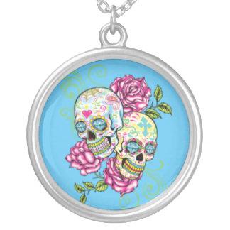 Collar rosado del cráneo del azúcar de los rosas