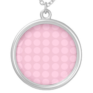 Collar rosado del modelo de puntos