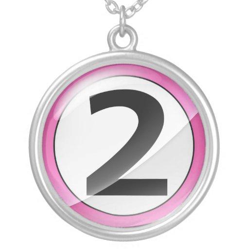 Collar rosado del número 2