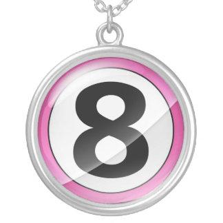 Collar rosado del número 8