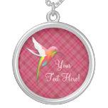 Collar rosado lindo personalizado del colibrí