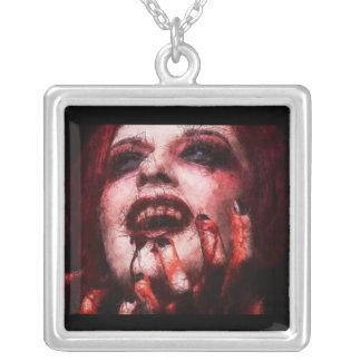 Collar sangriento del vampiro de la lona agrietada