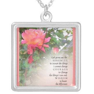 Collar subió rosa del rezo de la serenidad
