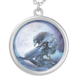 Collar usable del arte de la luna del cuervo