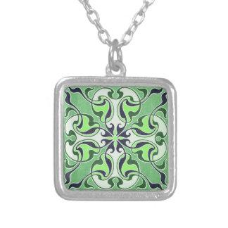 Collar verde de la cruz céltica