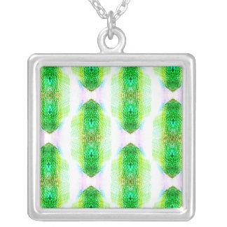 Collar verde de la piedra preciosa del diamante