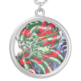 Collar verde oriental fresco del tatuaje del dragó