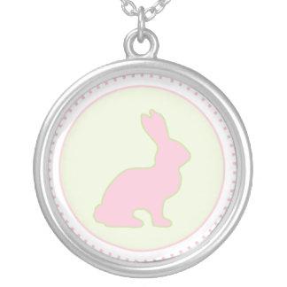 Collar verde y rosado del conejito