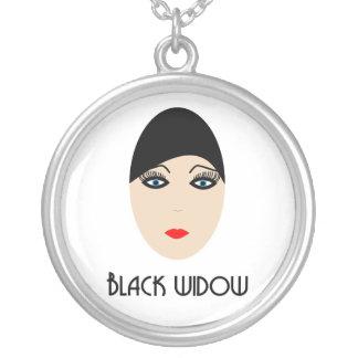 Collar viuda negra