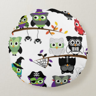 Collection Of Spooky Halloween Owls Round Pillow