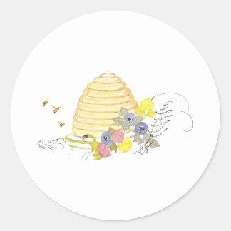Colmena de la paja y de las flores en espiral pegatina redonda