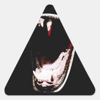 Colmillo de los dientes del animal salvaje pegatina triangular