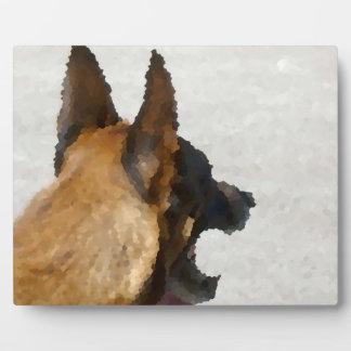 colmillo del perro de la imagen de la cabeza del placa de plastico