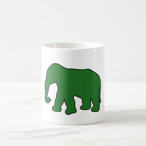 Colmillos de marfil Dumbo de la silueta del elefan Taza Básica Blanca