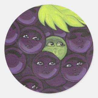 Colocación verde de la uva adentro pegatina redonda