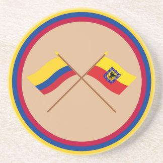 Colombia y banderas cruzadas capital de Distrito Posavasos De Arenisca