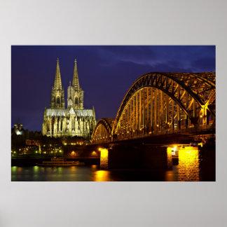 Colonia - catedral en el poster crepuscular