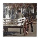 Colonial Williamsburg del hombre, del caballo y de Teja Ceramica