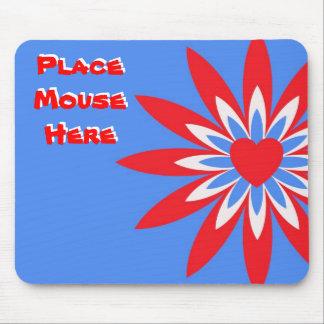 """Coloque el ratón aquí"", rojo, flor azul blanca Mousepad"