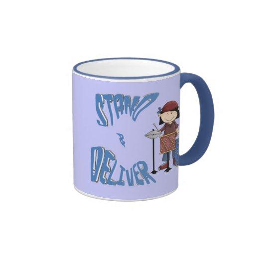 Coloqúese y entregue taza de café