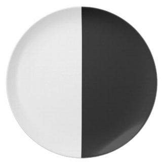 Color blanco y negro de la fractura platos de comidas