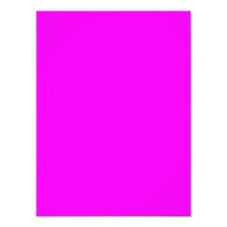 Color brillante ligero púrpura violeta de neón de  fotografía