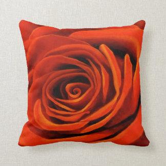 Color de rosa anaranjado cojín decorativo
