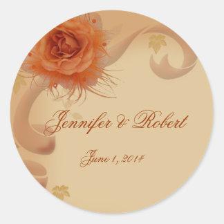 Color de rosa anaranjado en el sello del sobre de pegatina redonda