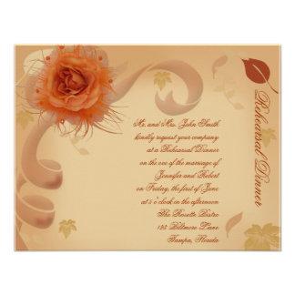 Color de rosa anaranjado en la cena del ensayo del comunicados personales
