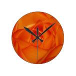 Color de rosa anaranjado reloj